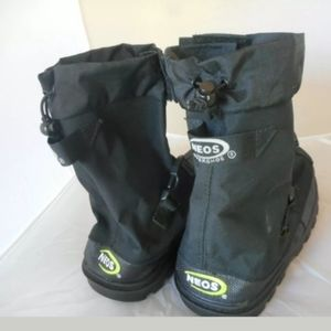 NWT and box NEOS Overshoe size Large